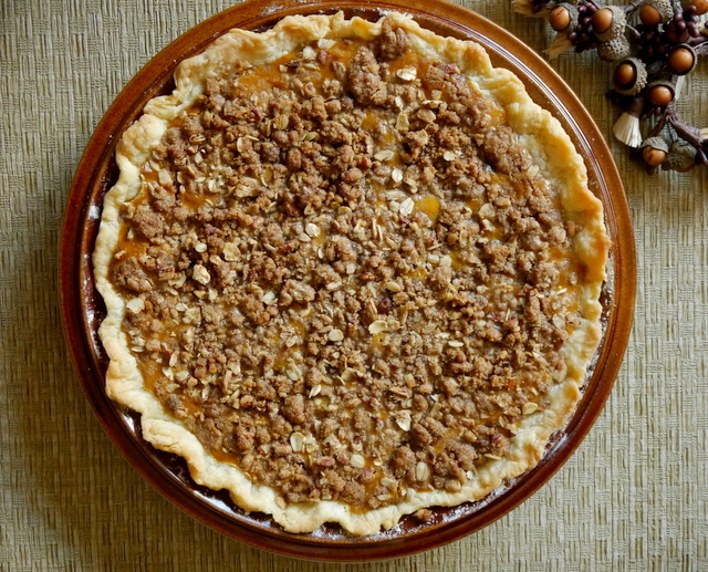 streusel-topped pumpkin pie // my bacon-wrapped life