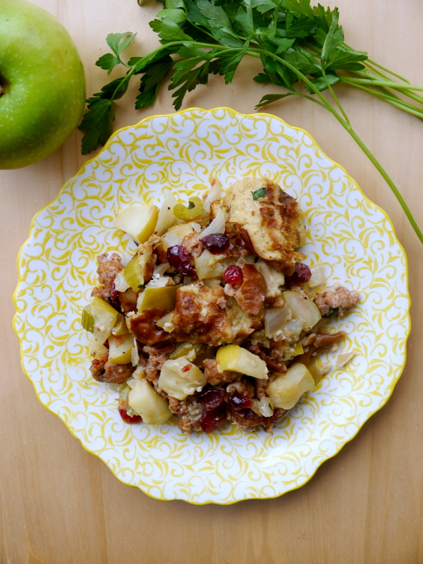 sausage and apple pretzel bread stuffing // my bacon-wrapped life