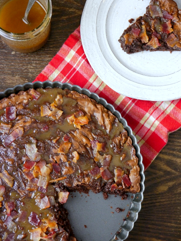 brownie tart with salted caramel bacon topping // my bacon-wrapped life