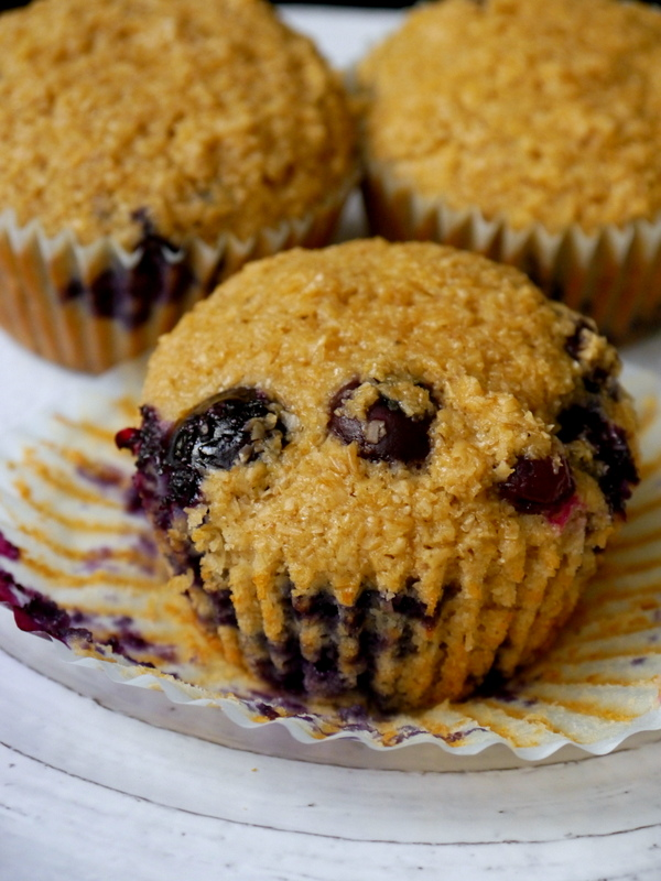 blueberry oat bran muffins // my bacon-wrapped life