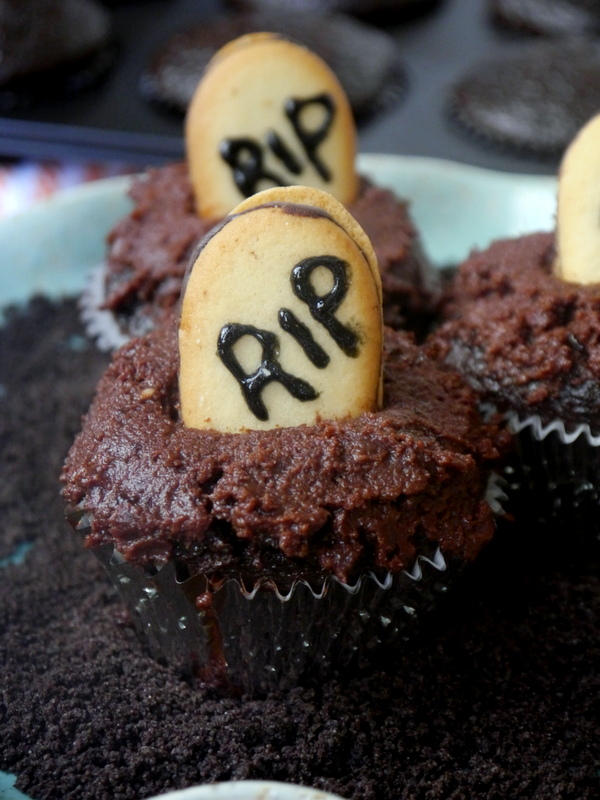 double chocolate halloween graveyard cupcakes // my bacon-wrapped life