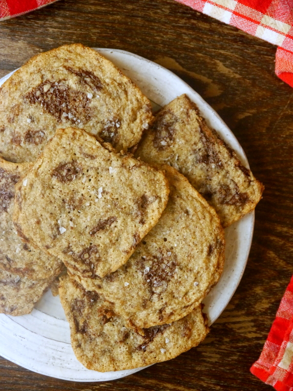 almond flour chocolate chip cookies // my bacon-wrapped life
