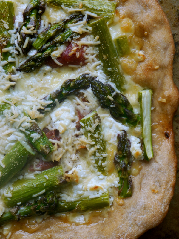 asparagus and prosciutto pizza // my bacon-wrapped life